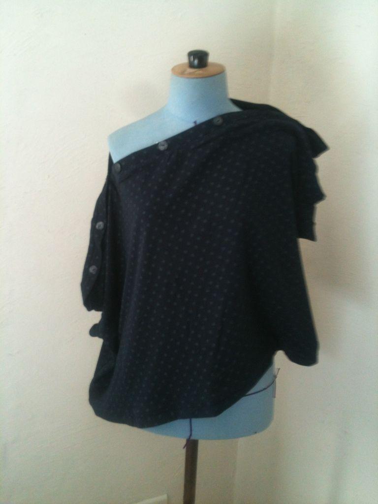 Top ou gilet asymétrique à porter selon ses envies - Jersey de coton marine à étoiles dorées