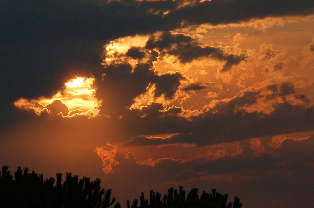 Dans quelques secondes les nuages viendront dire stop au spectacle ! rideau !
