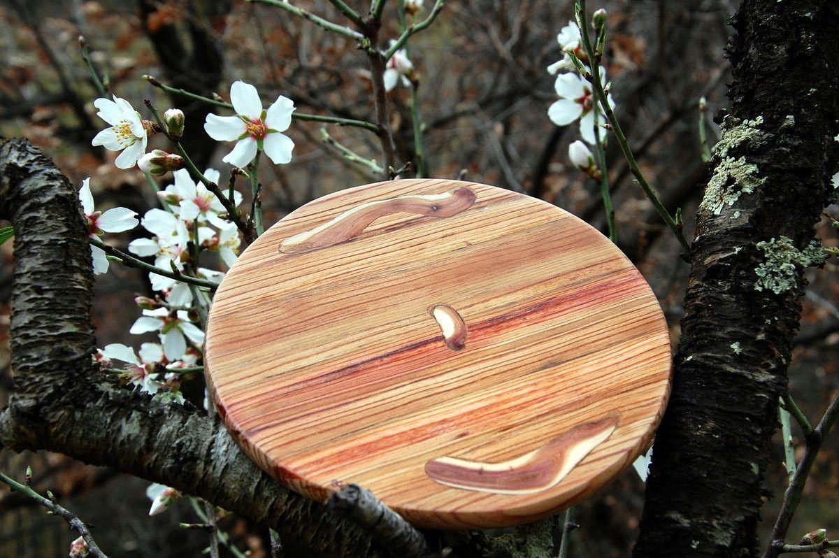 Du bois de pin local et du genévrier Sabine.