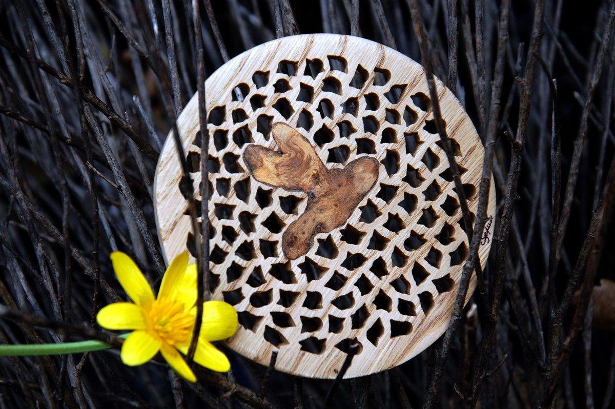 Un bois brodé avec du bois de ronce.