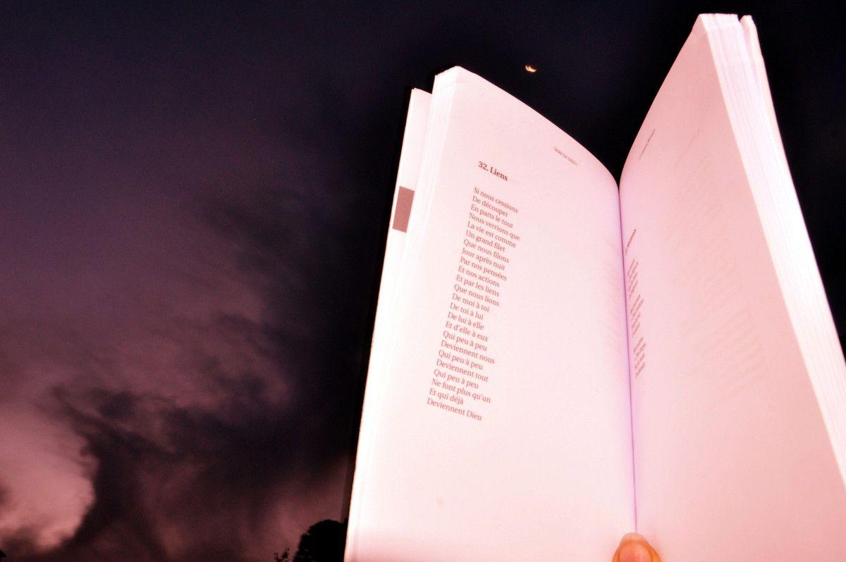 Lire au claire de lune.