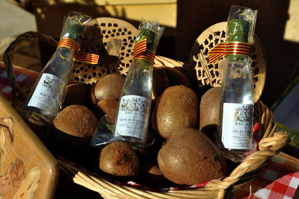 Bois brodée, kiwi et eau de vie à boire avec modération.