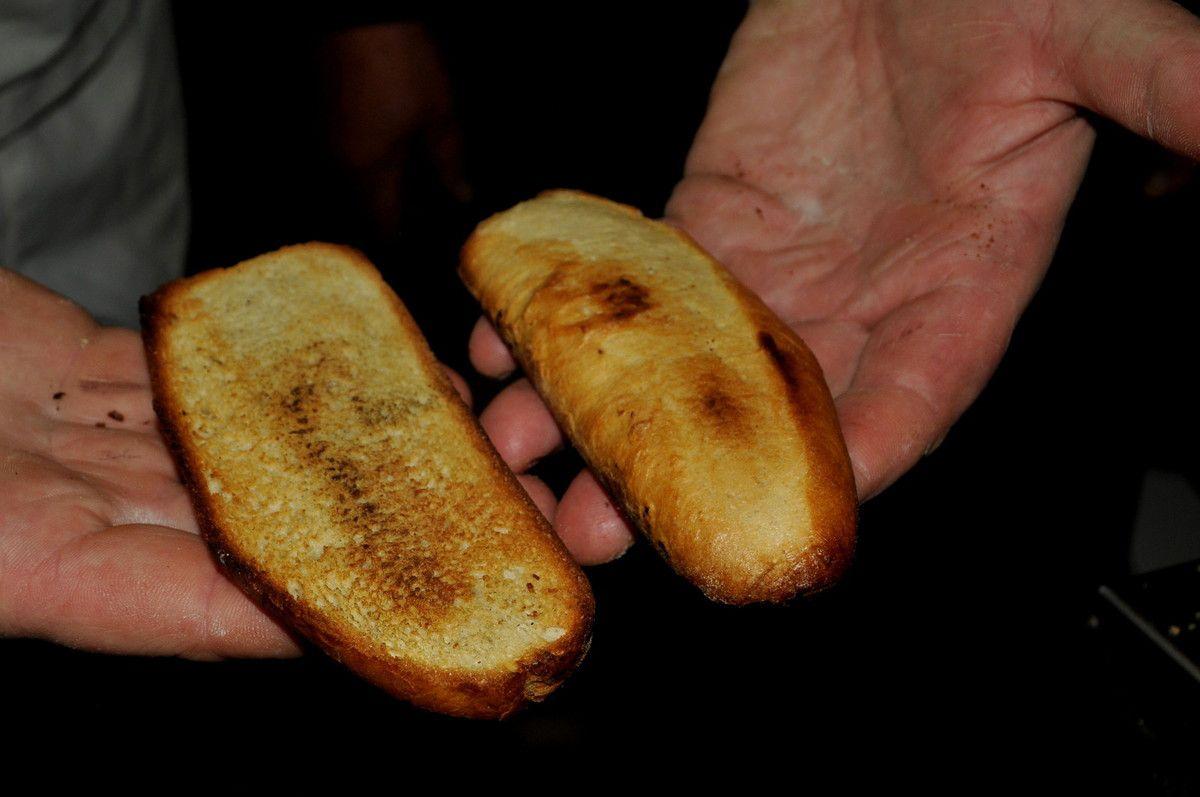 Quelques tranches sont grillés, c'est excellent sans rien. Du pain à l'huile d'olive.