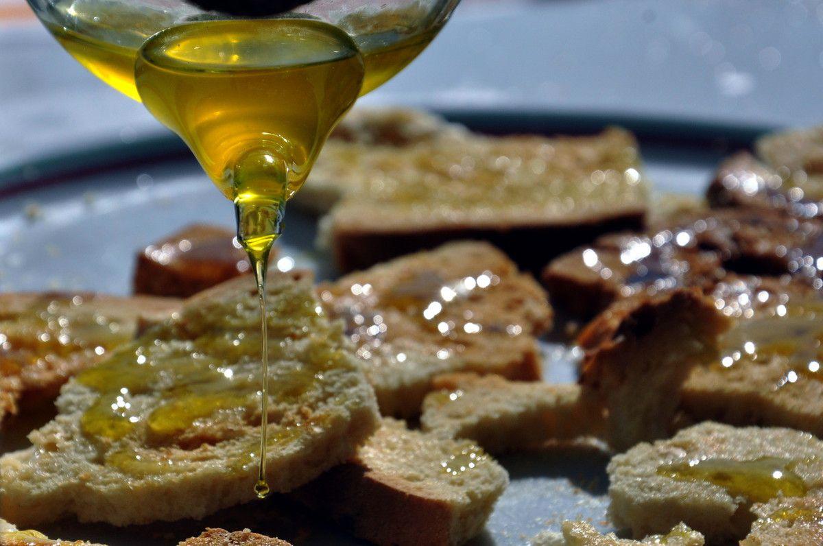 Un filet d'huile d'olive bio.