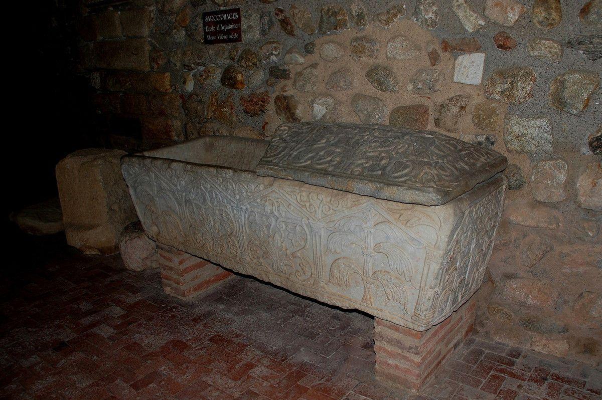 Voici l'un des sarcophage du cloître d'Elne.