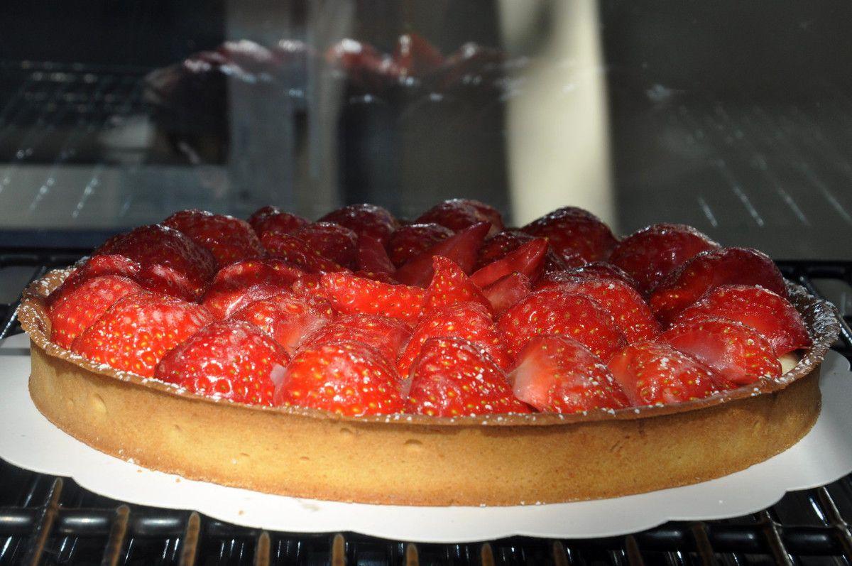 Grande tarte à la fraise.