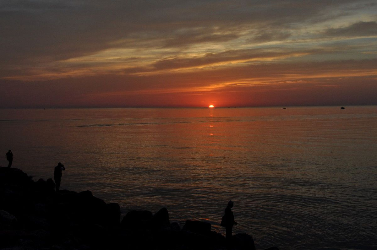 Grand soleil au port de Canet.