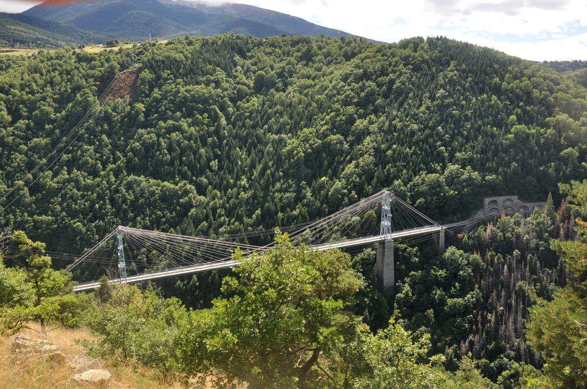 Une dernière pour le pont, le train jaune ne passera pas.