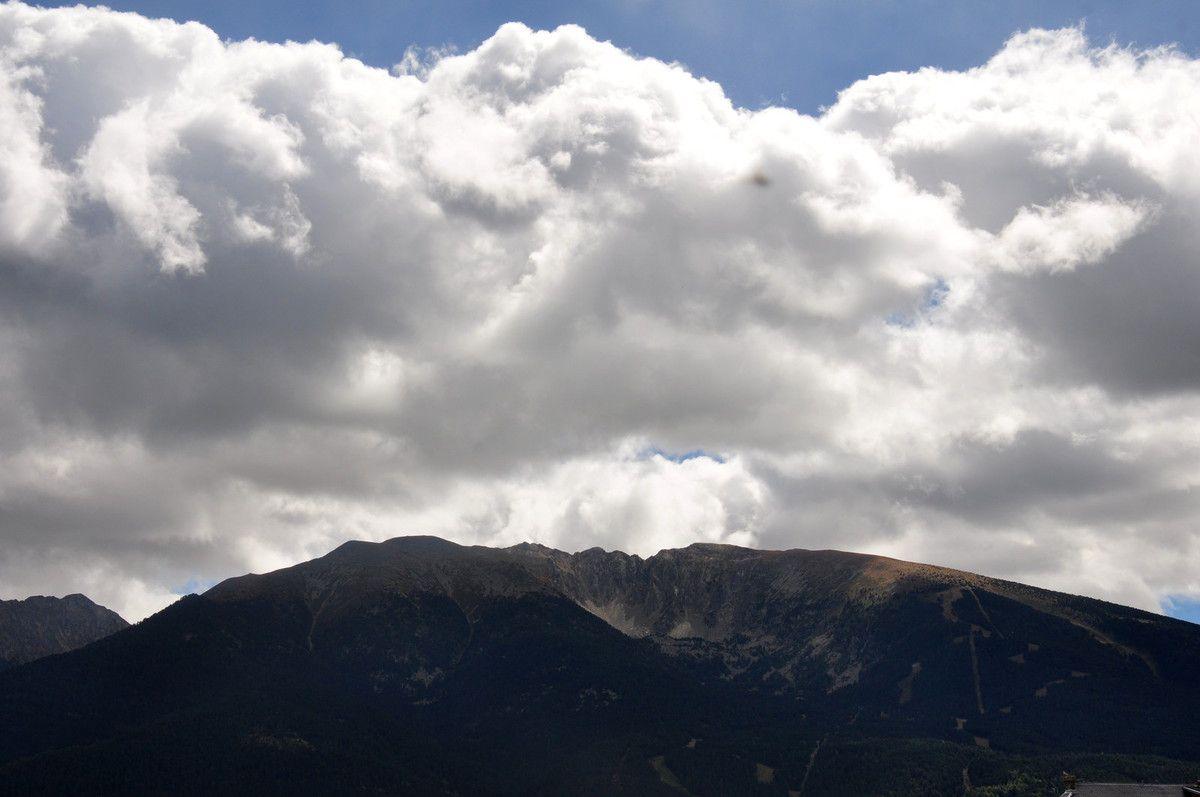 Les montagnes sont belles, malgré la météo.