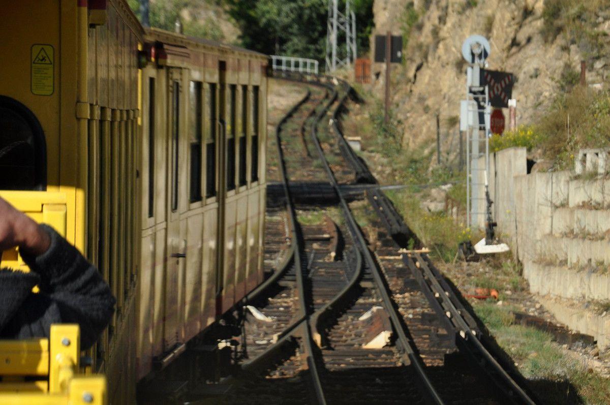 La voie du chemin de fer est libre maintenant.