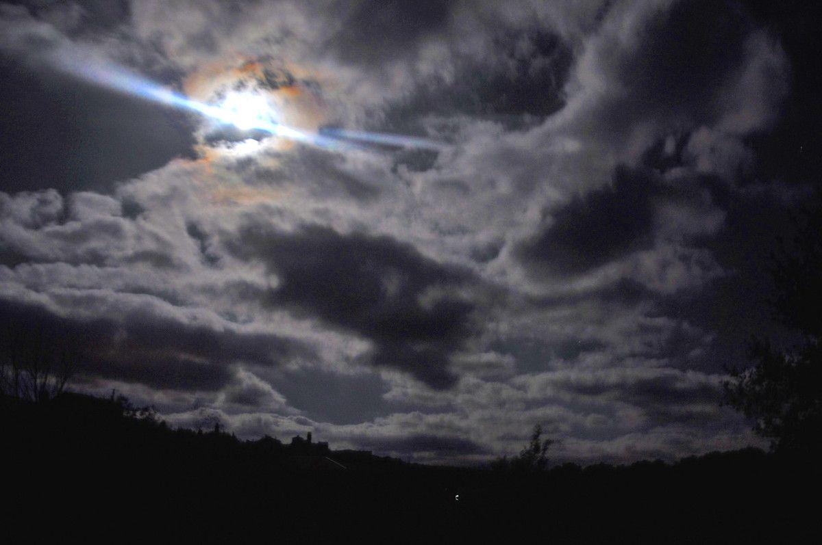 pas facile car le village n'est pas éclairé la nuit.