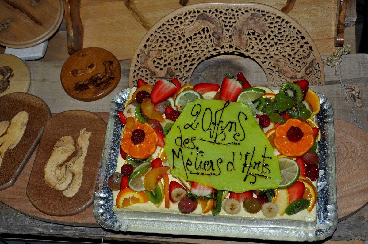 Le gâteau exposé dimanche matin à l'ouverture.