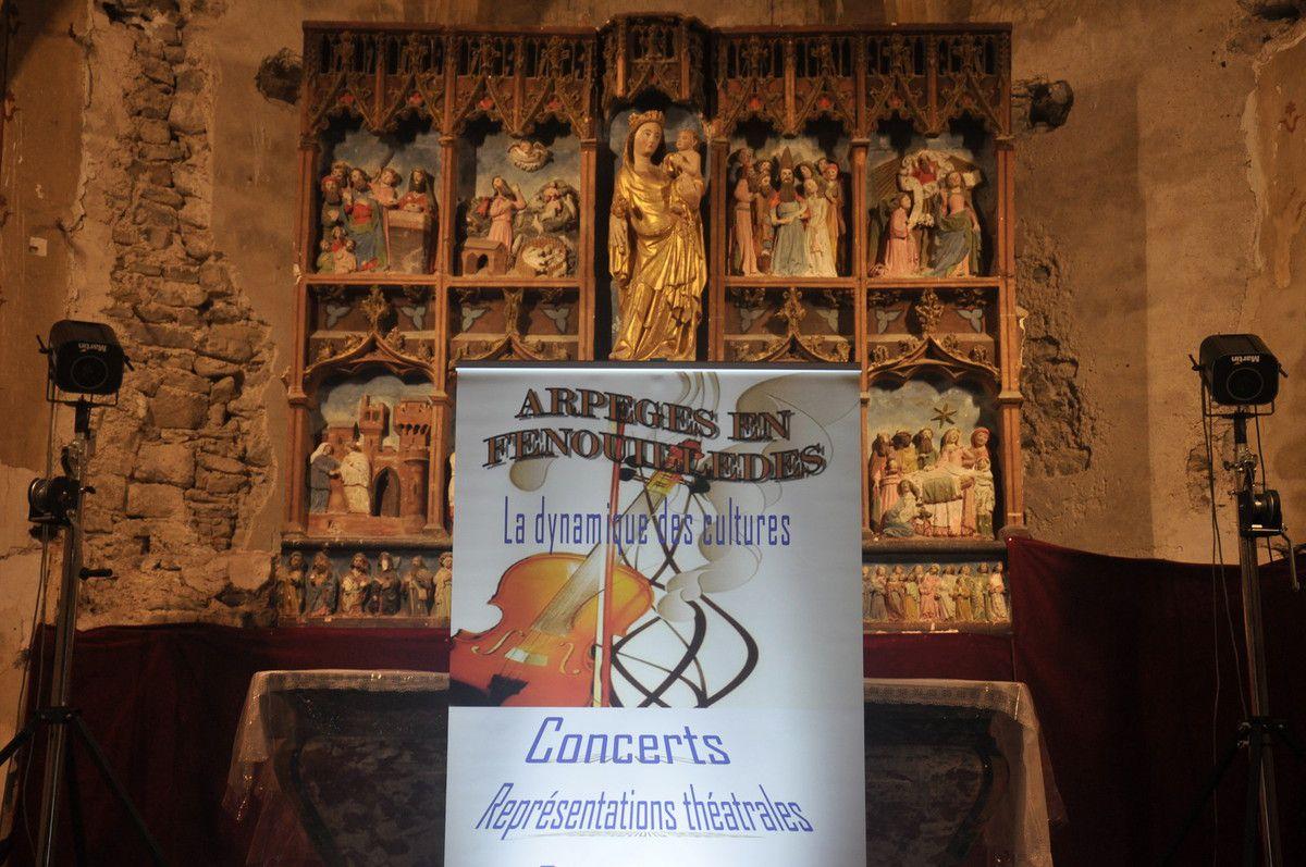 Le totem d'Arpèges devant le retable.