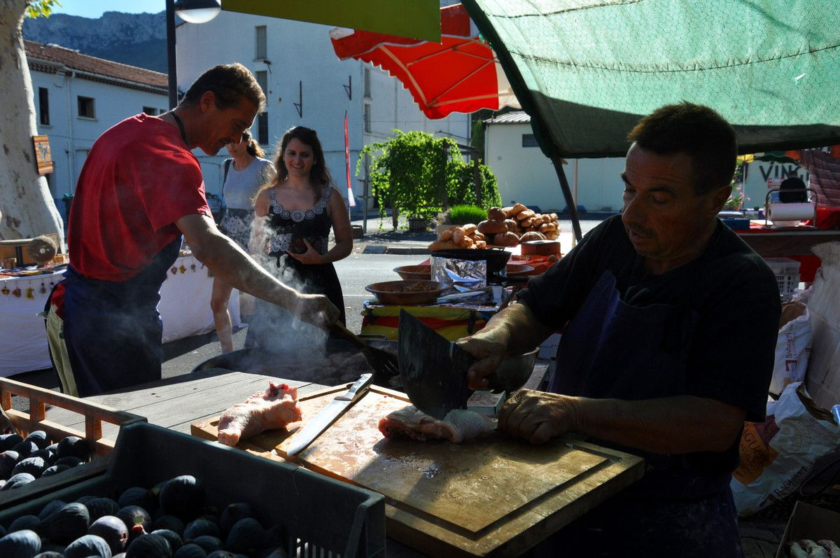 Un paëlla catalane sur le marché, un délice.
