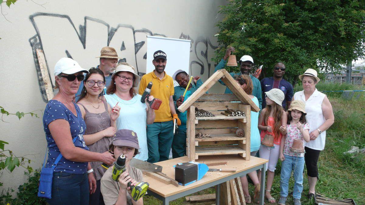 Hôtel en bois récup'construit par des amis des insectes argenteuillais.