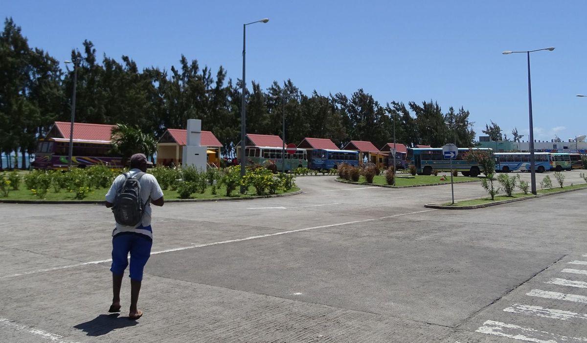La gare routière avec son style créole.