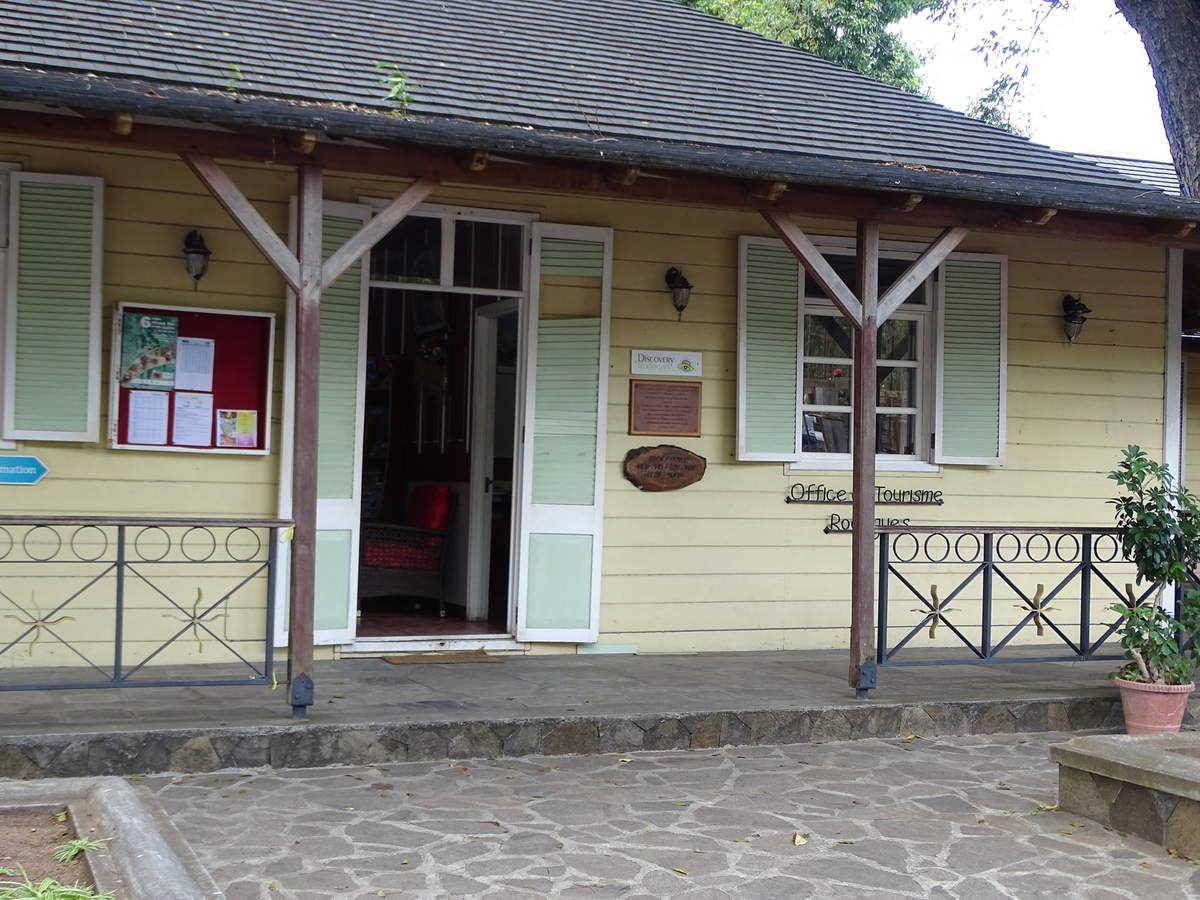 Une ancienne maison créole qui héberge l'office du tourisme.