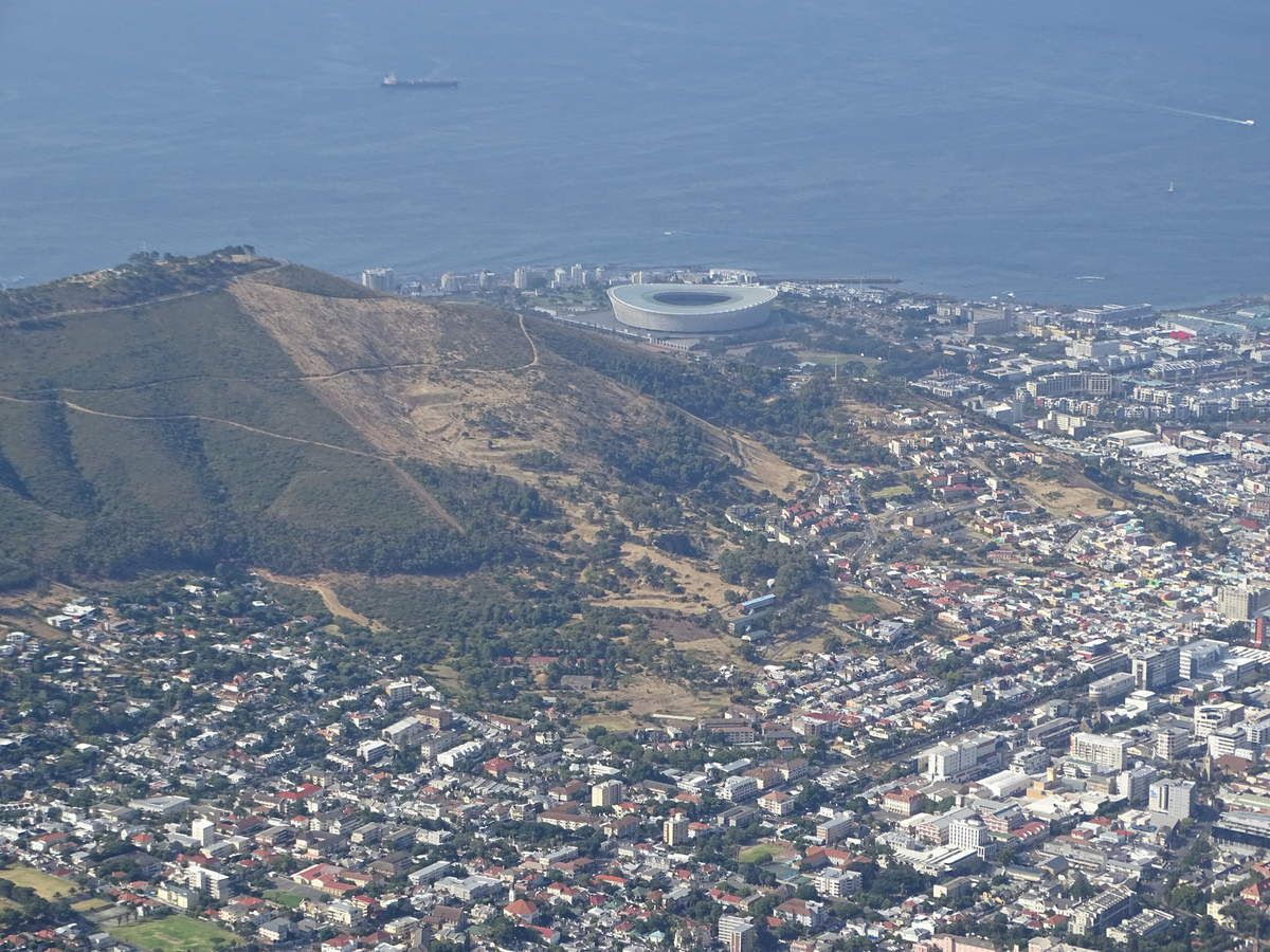 La ville du Cap et le Green Point Stadium (au fond)