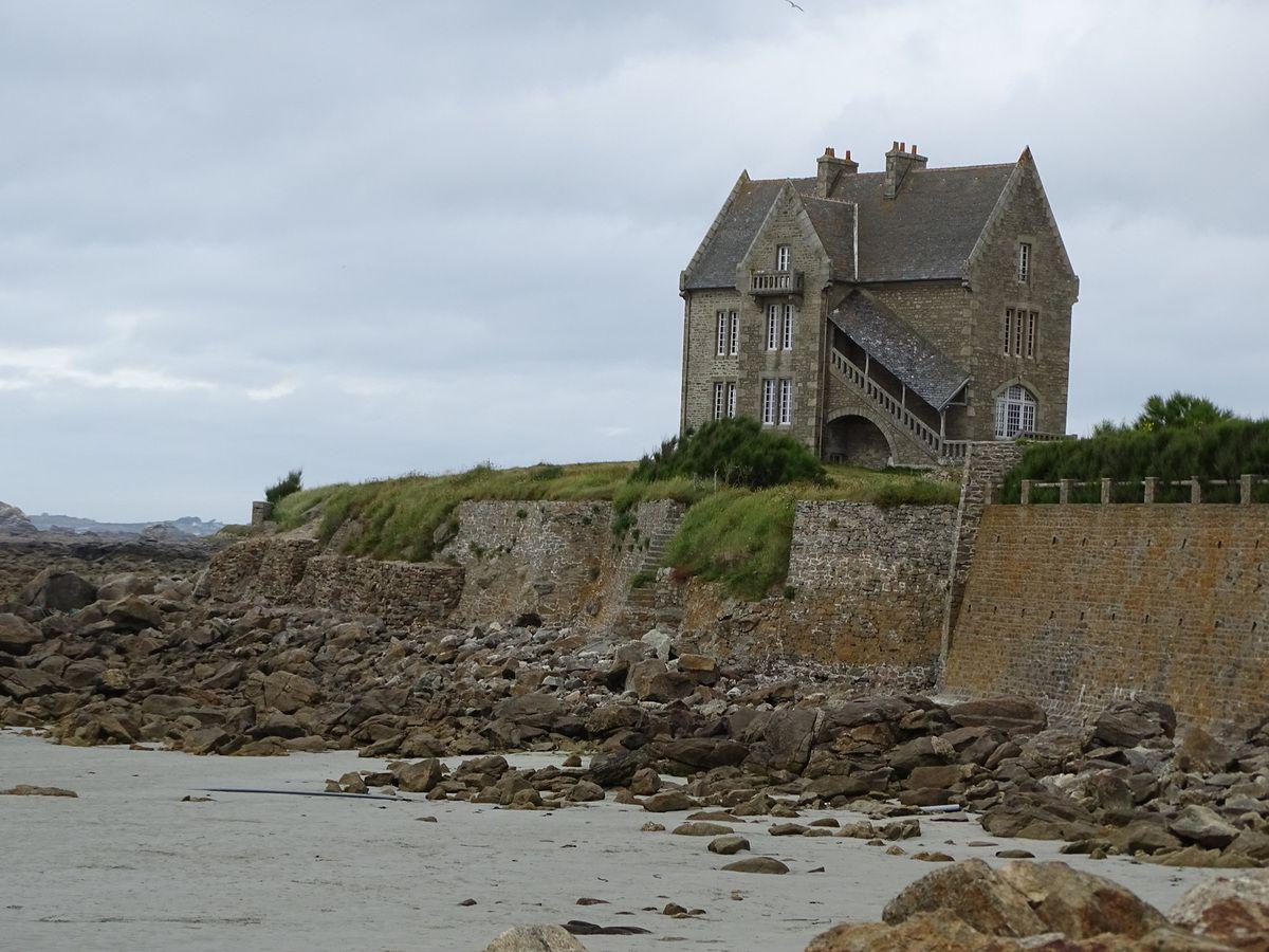 """La maison hantée,villa située sur la dune et où fut tournée une série télévisée avec """"Imogène Le Dantec"""" incarnée par Dominique Lavanant."""