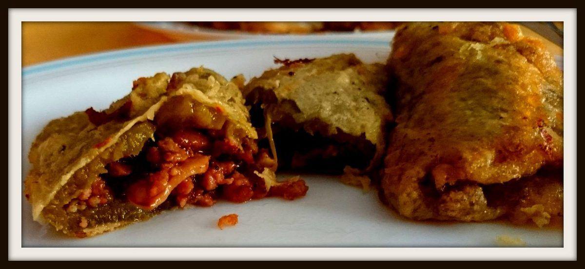 Pimientos rellenos de carne y boletus con salsa de champiñones