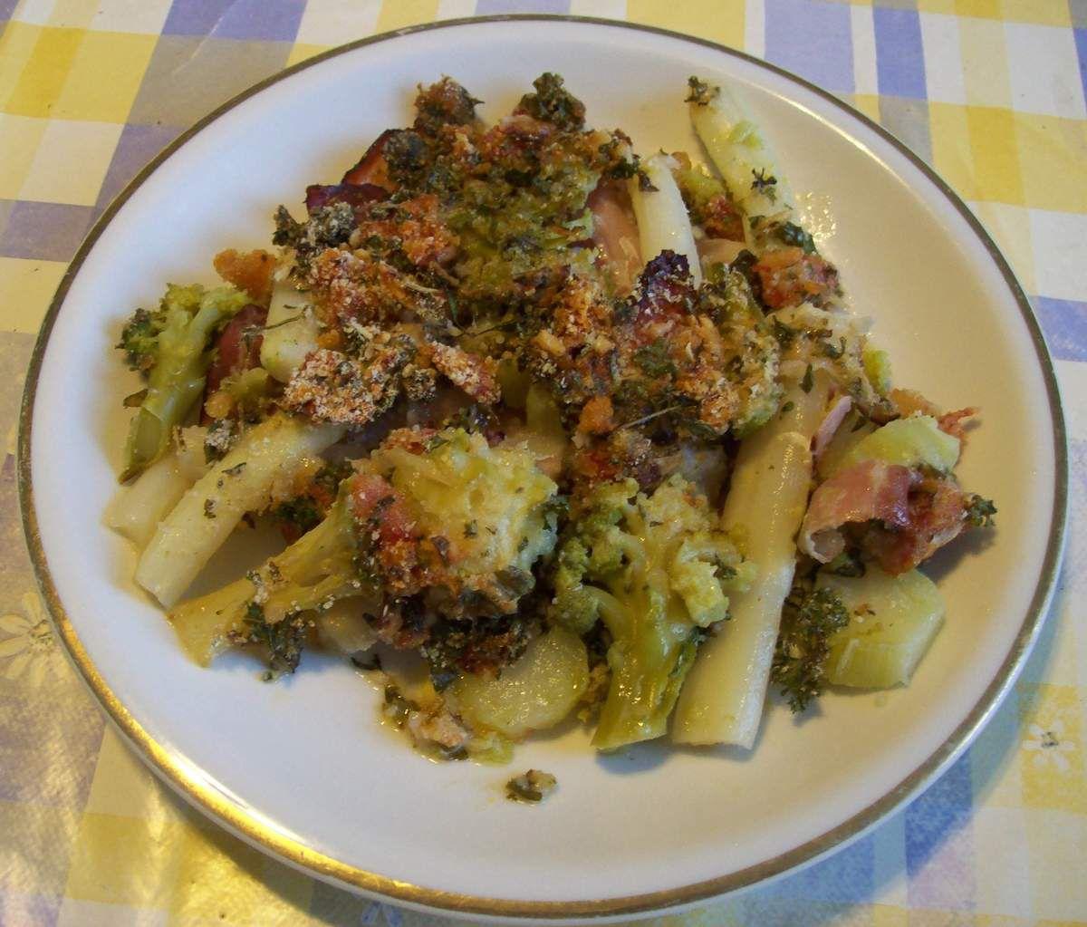 Spargel-Brokkoli-Gratin mit Kräutern