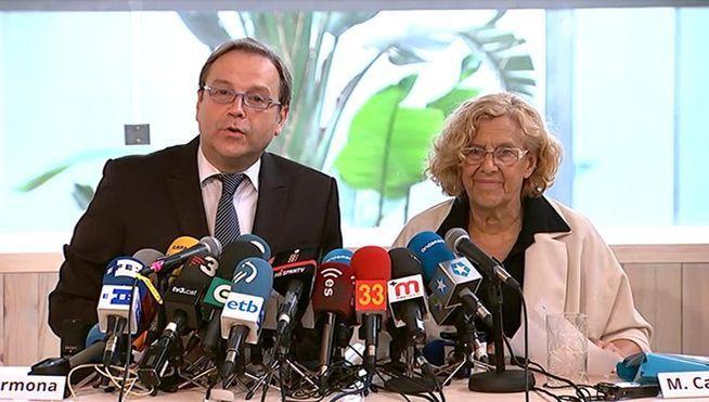 Carmena (Ahora Madrid) y Carmona (PSOE) anunciando acuerdo de gobierno.