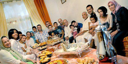 """Résultat de recherche d'images pour """"repas en famille pendant le ramadan"""""""