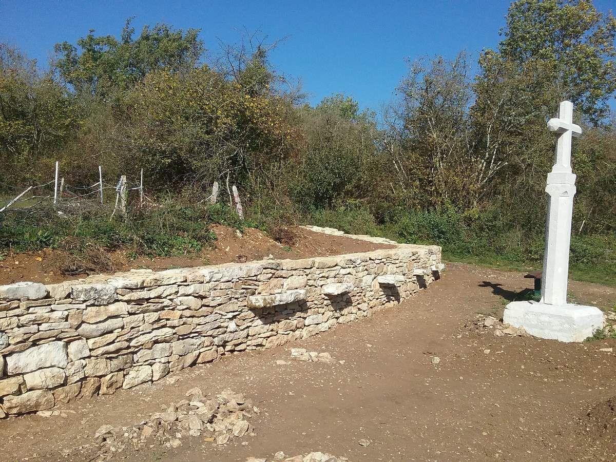 Le mur de la croix de Colovreux est terminé !