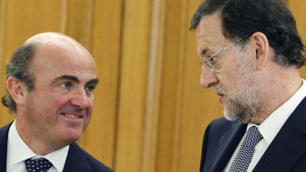 ESPAÑA: Ésta es la herencia que nos deja el exministro Soria -- Siempre con la complicidad del Consejo de Ministros S.A --  Luis de Guindos rebaja las previsiones de crecimiento para España hasta el 2,7% este año y hasta el 2,4% en 2017 -- ¡¡Miente!! --  El de Lheman Brothers nos engaña con el deficit -- nos engaña con la deuda y nos engaña con el falso crecimiento a base de deuda --  No olvidemos nunca que de Guindos sustituye a Soria --  Éste es otro miembro del Consejo de Ministros S.A