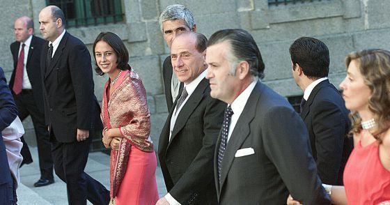 ESPAÑA: &quot&#x3B;El Padrino&quot&#x3B; Marrano rajoy autoriza a Ana Mato colaborar con una empresa investigada por pagos &quot&#x3B;raros&quot&#x3B; al &quot&#x3B;presuntisimo&quot&#x3B; Pujalte Bronca de Aznar contra Rajoy, Montoro y Guindos por el déficit -- &quot&#x3B;Sois vagos y manirrotos&quot&#x3B; Investigado el cuñado de Pujol Jr. por blanquear fondos en Zimbabwe -- ¿Mas ladrones en la familia Pujol? Pues si y quedan mas muchos mas