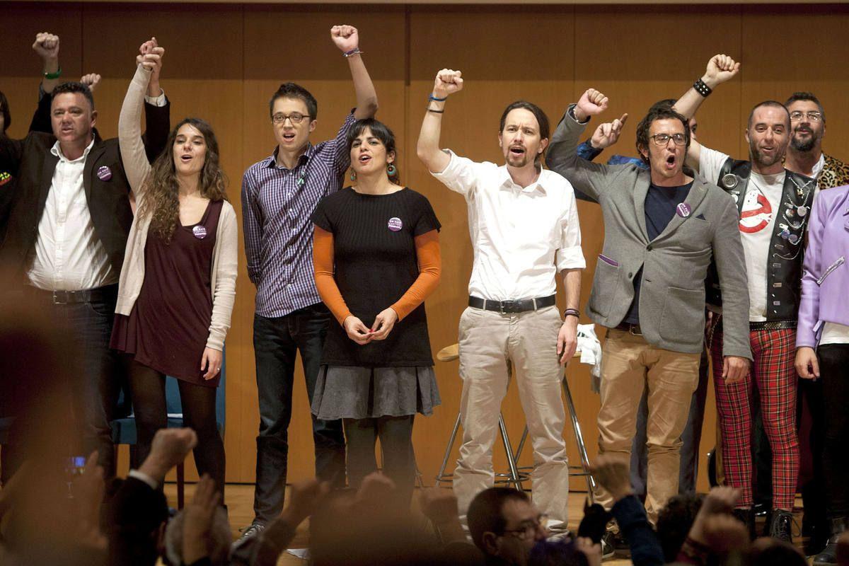 ESPAÑA: &quot&#x3B;Marrano&quot&#x3B; rajoy es el responsable en un 80% del auge de Podemos --  pablo iglesias y su banda -- llevan en politica mas de 15 años -- Han militado en el PC e IU -- de la mano de personajes siniestros como Moral Santin o los mafiosos de Mercasevilla  junto a UGT y CCOO incluido LLamazares -- Todos multimillonarios desde la politica --  &quot&#x3B;Marrano&quot&#x3B; puso a disposición de Podemos el oligopolio de la Tele --  AtresMedia la Sexta y Mediaset la 4 -- ademas de hacer la vista gorda con Montoro y Soralla como brazos ejecutores --  Todo ésto y mucho mas hace al PP  complice de los Ayatolás y los gorilas venezolanos entre otros -- Jaume Roures también recibe su &quot&#x3B;premio&quot&#x3B; --  Cuando la Psoe quiso darse cuenta ya era demasiado tarde -- &quot&#x3B;Don Limpio&quot&#x3B; está aturdido -- ¡¡Y ahora a votar!! Estamos indefensos &quot&#x3B;Todo está escrito en la trilogia de El Padrino&quot&#x3B; Malditos sean