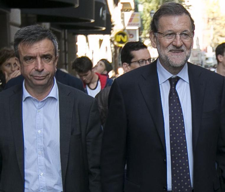 ESPAÑA: El presidente del PP balear, Miquel Vidal, con 80.000 euros de sueldo: &quot&#x3B;Un camarero o una mujer de la limpieza cobra más que yo&quot&#x3B; -- &quot&#x3B;Mira tronco un camarero trabaja tú lo único que sabes hacer es pasear -- Eso en el mejor de los casos -- Ana Pastor presidenta del Congreso de los Imputados o &quot&#x3B;La Sastreria&quot&#x3B; leyes a medida por un &quot&#x3B;modico&quot&#x3B; precio (puertas giratorias) -- tiene que convocar pleno de investidura ¡¡YA!! -- Si no lo hace estaremos ante un golpe de estado -- Una vez que el Rey propone y &quot&#x3B;Marrano&quot&#x3B; acepta, el reloj empieza a correr --  Felipe VI está preocupado -- Yo aterrorizado --  No puedo olvidar que &quot&#x3B;Marrano&quot&#x3B; es gallego como el Caudillo --