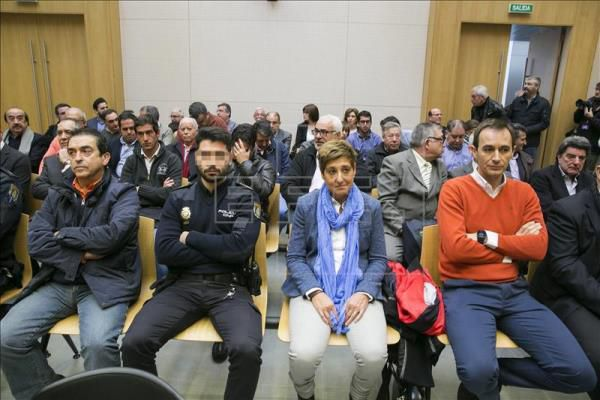 ESPAÑA: Diecisiete años de cárcel para la ex alcaldesa de La Muela (del juicio) ja ja ja -- por el mayor escándalo urbanístico en Aragón --  La barby ladrona se llama maria victoria pinilla -- Una HdP para entendernos -- Mientras tanto &quot&#x3B;Perro&quot&#x3B; Sanchez continúa acantonado en  Ferraz -- Las bandas organizadas de la Psoe S.A siguen luchando porque &quot&#x3B;Marrano&quot&#x3B; rajoy sea investido presidente del gobierno y les libre de Podemos -- que quiere meterlos en la carcel a todos -- ja ja ja Ésto es España señores. ja ja ja