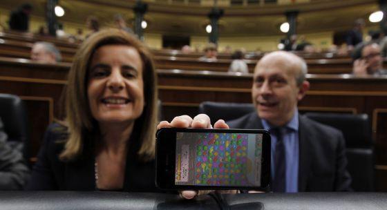 """ESPAÑA: El Congreso continúa pagando la conexión a Internet en sus casas a 70 diputados, mientras que 289 han renunciado a ella -- Los famliares están encantados -- A la """"casta"""" le gusta el:¡¡Gratis total!! -- El Rey apela a los """"esfuerzos compartidos"""" como impulsores del progreso --  Vd. primero majestad -- El Senado """"tres cuartos de lo mismo"""" Puafff"""