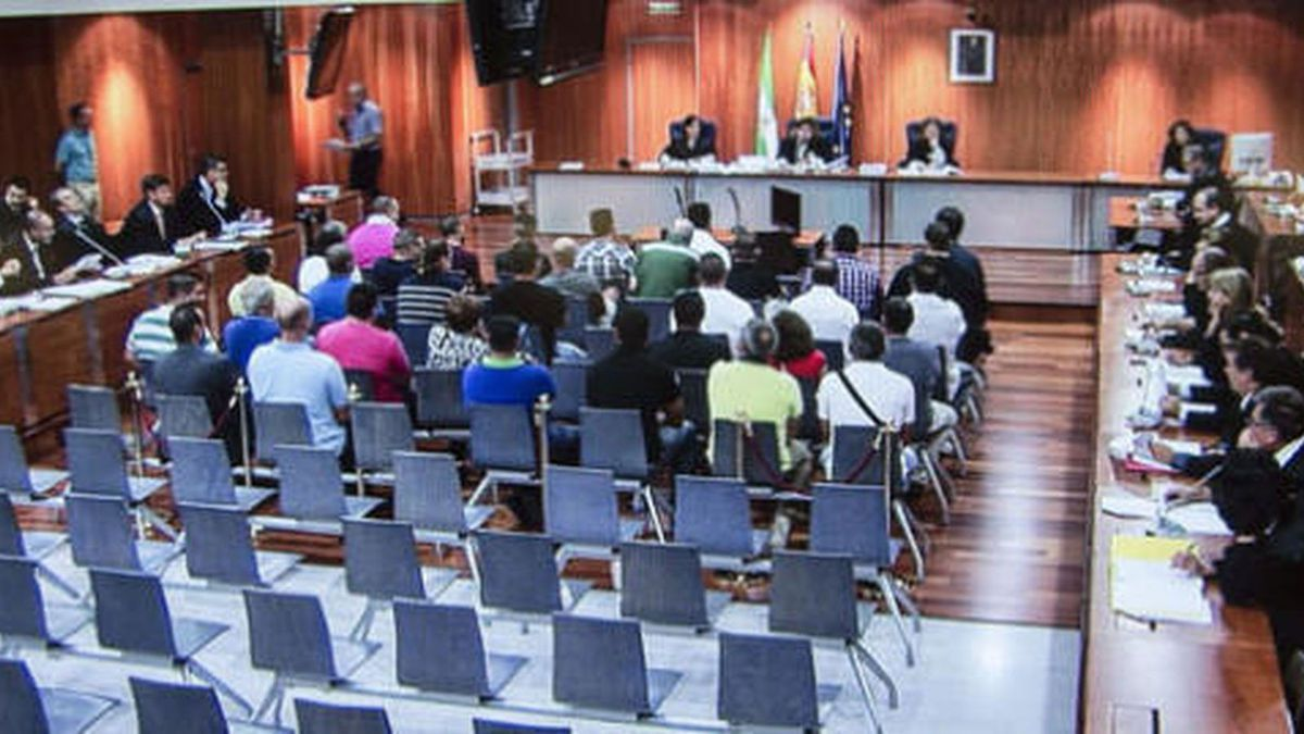 ESPAÑA: La Fiscalía acusa a 137 guardias civiles de malversación y falsedad en el cobro de dietas -- Facturas falsas &quot&#x3B;a montones&quot&#x3B; --  El PP S.A. &quot&#x3B;reafilia&quot&#x3B; las cenizas de Rita Barberá -- Malditos sean  -- RTVE cumple 60 años: &quot&#x3B;el Dioni&quot&#x3B; como simbolo