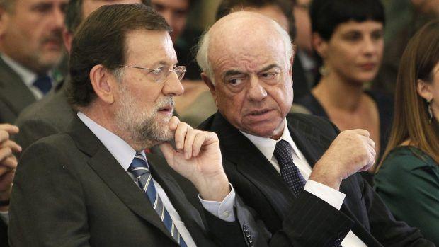 ESPAÑA: Estoy contento porque tengo nuevos lectores en San Pedro de Alcantara -- Marbella -- Malaga. También porque es dia 1 de Mayo. Momento en que las ratas salen de sus agujeros. Sindicalistas liberados y demas &quot&#x3B;ganao&quot&#x3B;&#x3B; libres de esa maldición biblica del &quot&#x3B; te ganaras el pan con el sudor de tu frente&quot&#x3B;, no con el sudor del de enfrente. Me gusta que los de Podemos coincidan conmigo en que el PP tiene que ser disuelto por ser una organización criminal. Sin embargo, me preocupa que no pidan lo mismo para la Psoe. Manuél Fraga &quot&#x3B;colocó&quot&#x3B; a Aznar, Jose Mari al gallego Rajoy, Mariano a Miguél Blésa, Rodrigo Rato, Montoro y Beteta entre otros. Entre las dos organizaciones han causado mas muertes, (desahucios, Preferentes, no ayudas a la dependencia, pobreza energetica...), que el VIH y el trafico de drogas juntos. Así 40 años. El PP y la Psoe son la misma... cosa. La Psoe (felipe gonzalez) &quot&#x3B;colocó&quot&#x3B; a Manolo Cháves, Cháves a Griñan y éste último a Susana Diaz (Omaita). A zapatero no lo quiero ni mencionar. Me provoca el vomito.