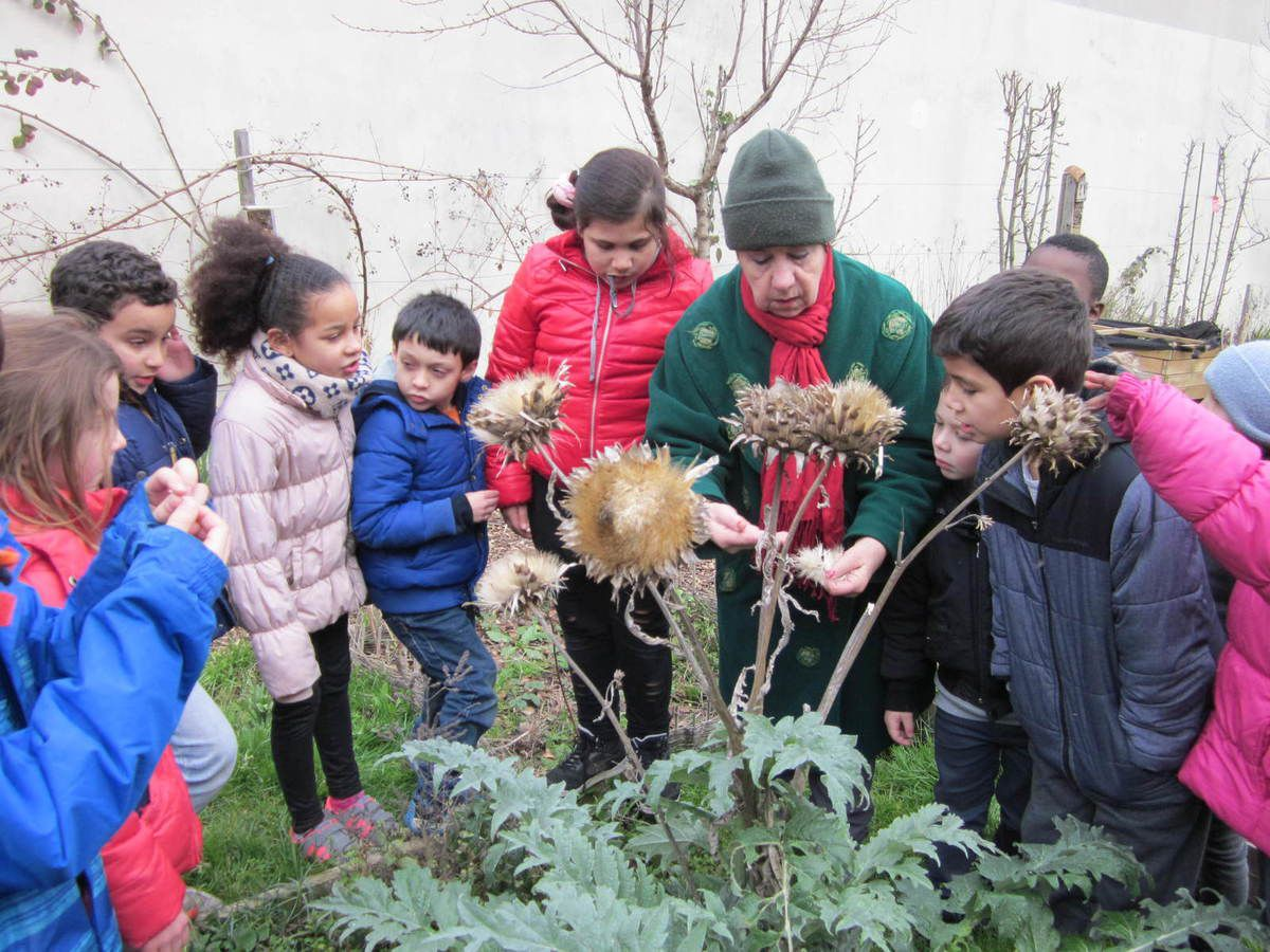 Découverte du jardin-guinguette de la Dhuys en compagnie d'Hélène, d'Annie et de Pierre, mais aussi Hélène, la maman de Violette