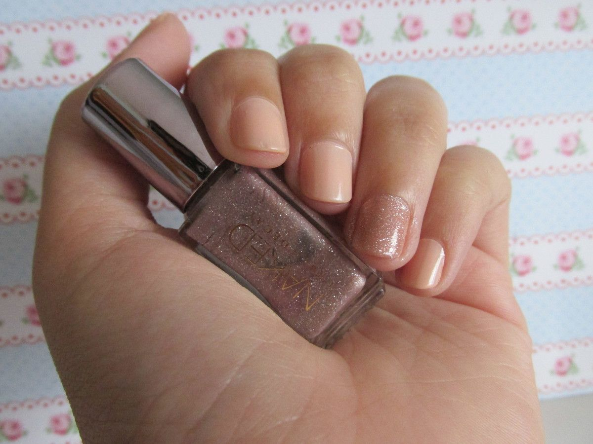 Jusqu'au bout des ongles : Nude and Sparkles
