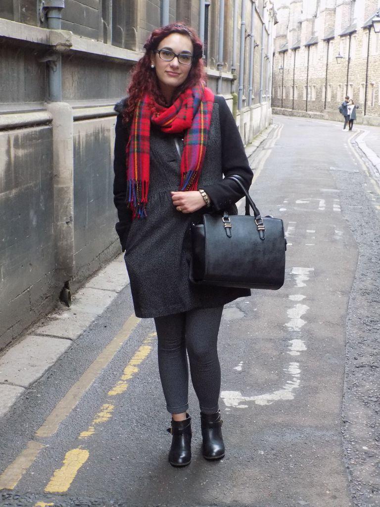 Manteau: H&M / Echarpe: New Look / Sac: Gémo