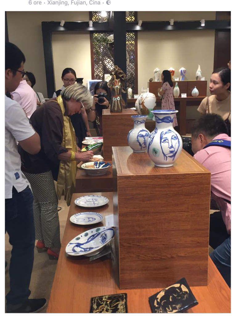 Mostra ceramica a Hotel RAYTOUR di Zhang Zhou (Xiamen) provincia di Fujian Cina ZHANG HONG MEI (China) - ANDREAS TROMBLIN (Cipro) - MICHELLE ODELIN (Francia) - PATRIZIA TADDEI (San Marino)