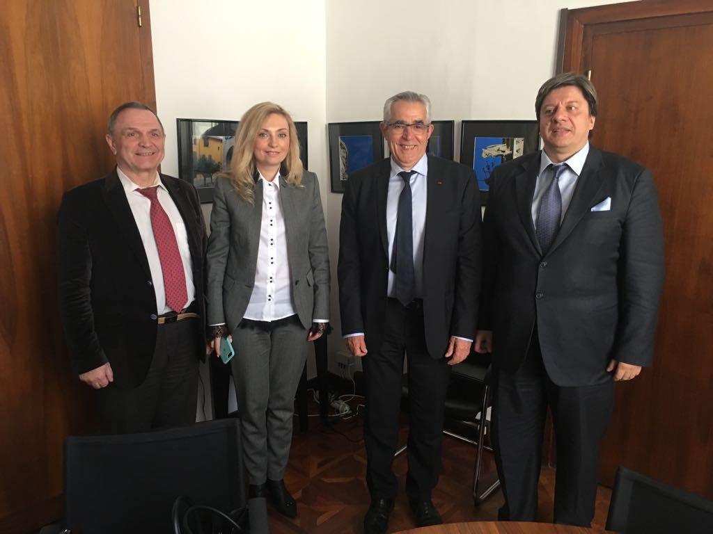 """A mes côtés, de gauche à droite : Anatoli Bendov, directeur général de la Fondation du Sport """"Uniolimpe"""", Yulia et Vladimir Kovrigin, président-directeur général de la Banque Régionale Sud-Russie."""