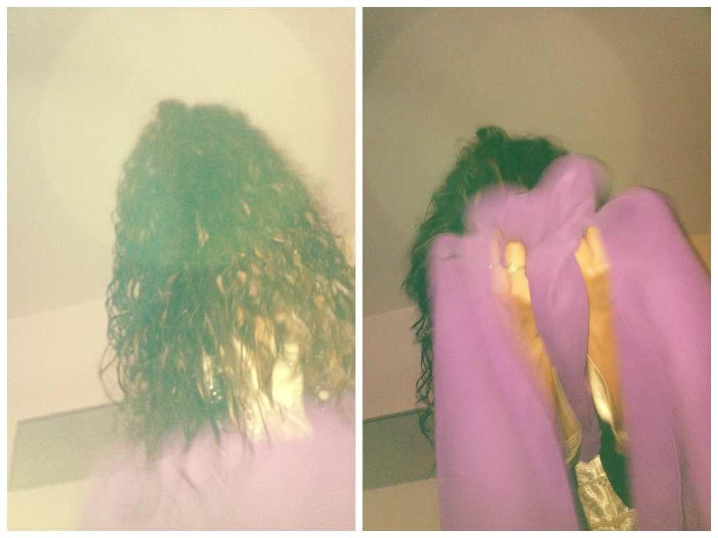 1ère étape : Laver ses cheveux de préférence avec shampoing, après shampoing et soin au karité. Ne pas les essorer en les enroulant soyez délicates. 2ème étape : Sécher les cheveux avec une serviette éponge des pointes aux racines, ne surtout pas enrouler les cheveux dans la serviette.