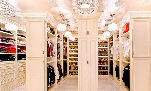 J'aimerais avoir ce dressing de rêve pour ma chambre ! &#x3B;D