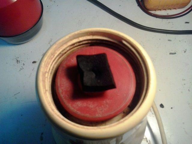 Come riparare un vecchio frullatore - macinacaffe' con le lame che non si muovono piu' anche se il motore elettrico gira (o almeno provarci)