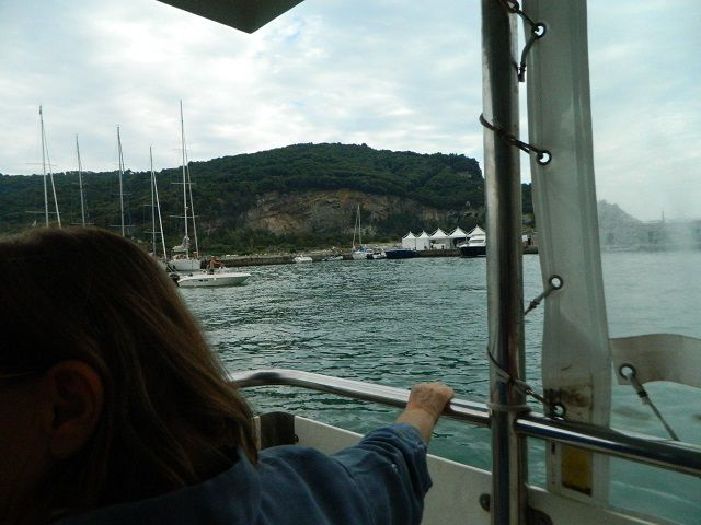 Da Levanto a Portovenere e poi all'isola Palmaria in traghetto con visita alla torre corazzata Umberto Primo e spettacolo teatrale nella fortezza