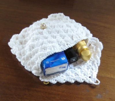 La source:https://creativitesmanuelles.wordpress.com/2011/06/20/crochet-point-de-crocodile/