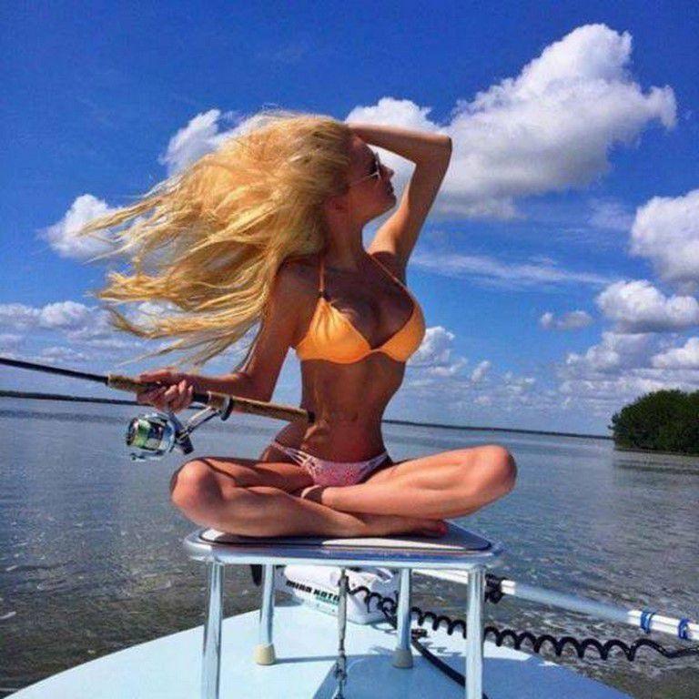 Des jolies filles en bikinis pour vous faire oublier qu'on est en juin et qu'il pleut! (74 Photos)