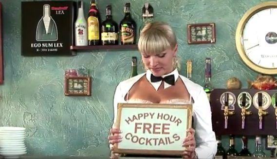 Barmaid au cocktail envoûtant