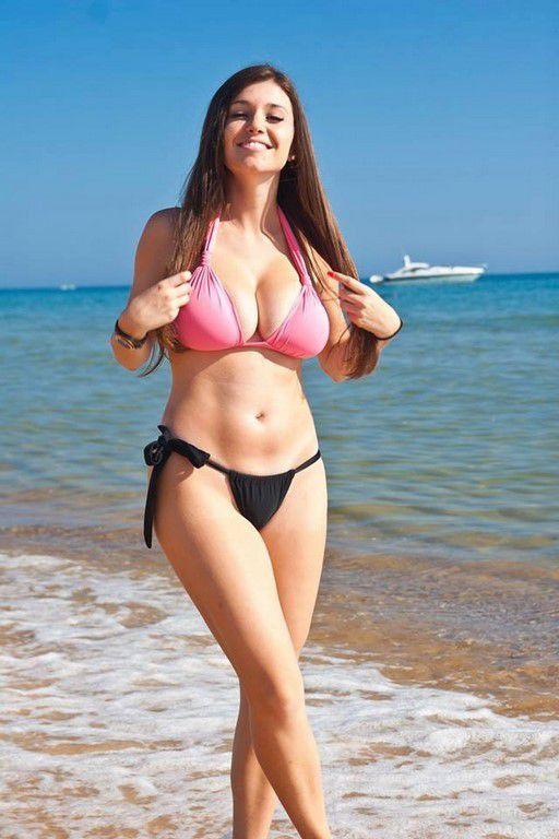 C'est l'été, vive les bikinis ! (68 Photos)