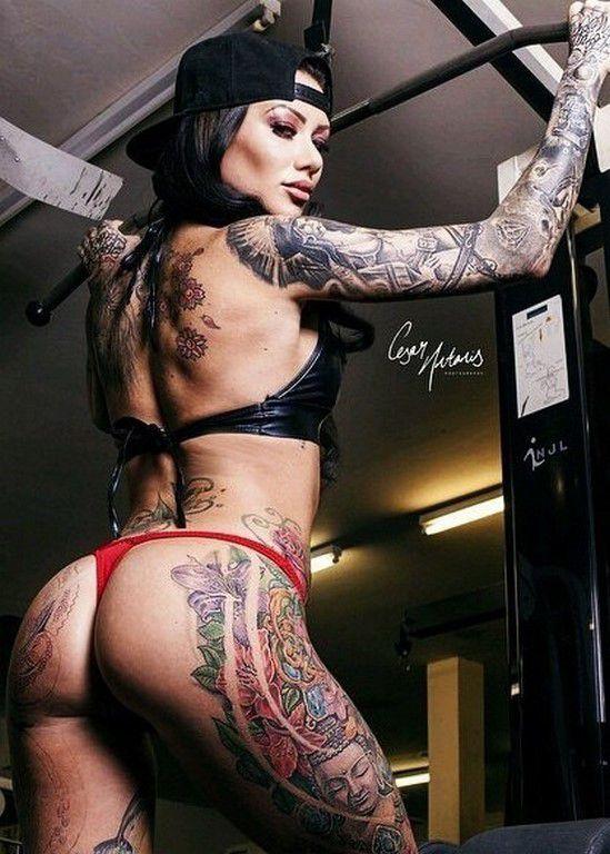 Tatouées et sexy (53 Photos)